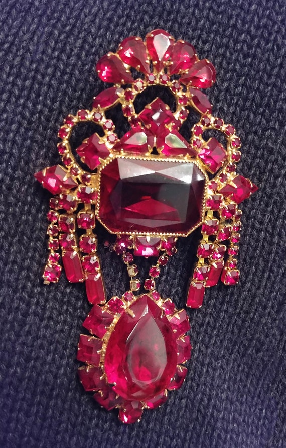 Absolutely Stunning Vintage, Red Jeweled, Dangle B