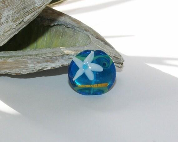 Perle d'artistes, perles de verre à la main, mer bleue, étoile de mer,