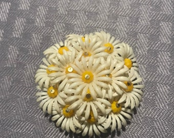 Vintage brooch white flowers with yellow bead center ,1950s White lucite Flower Pin, flower cluster Brooch 1940s