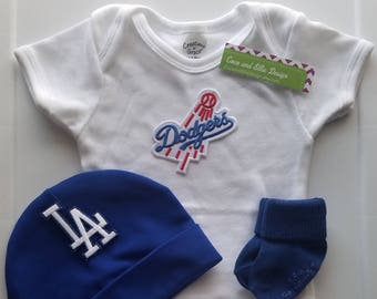 la dodgers outfit with hat/dodgers outfit/dodgers beanie for baby/dodgers outift/la dodgers baby shower gift/dodgers baby gift