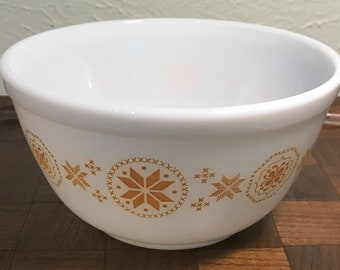 Vintage Pyrex Mixing Bowl - 402 - Town and Country - nesting  bowl - milk glass