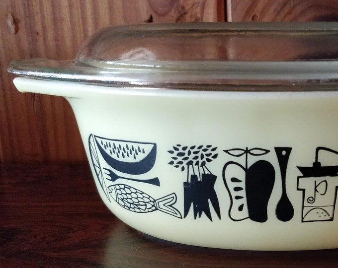 Vintage Pyrex Casserole Dish - 043 - Mod Kitchen - milk glass - 1 1/2 Qt - promotional pattern