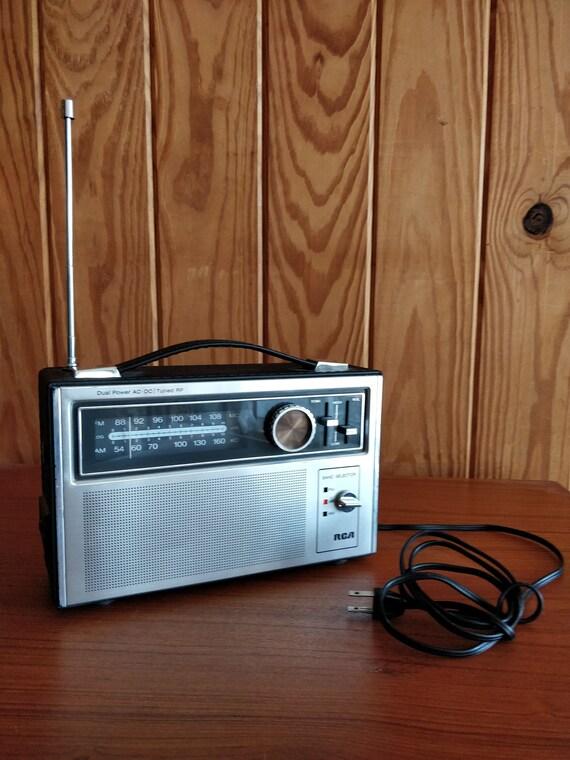 Vintage Mid Century RCA Portable Radio Dual Power ac/dc, Tuned RF