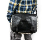 Multi-pocket messenger bag with metal buckles, lined with adjustable shoulder strap, made with recycled tyres, vegan