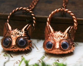 Googly eyed cat necklace