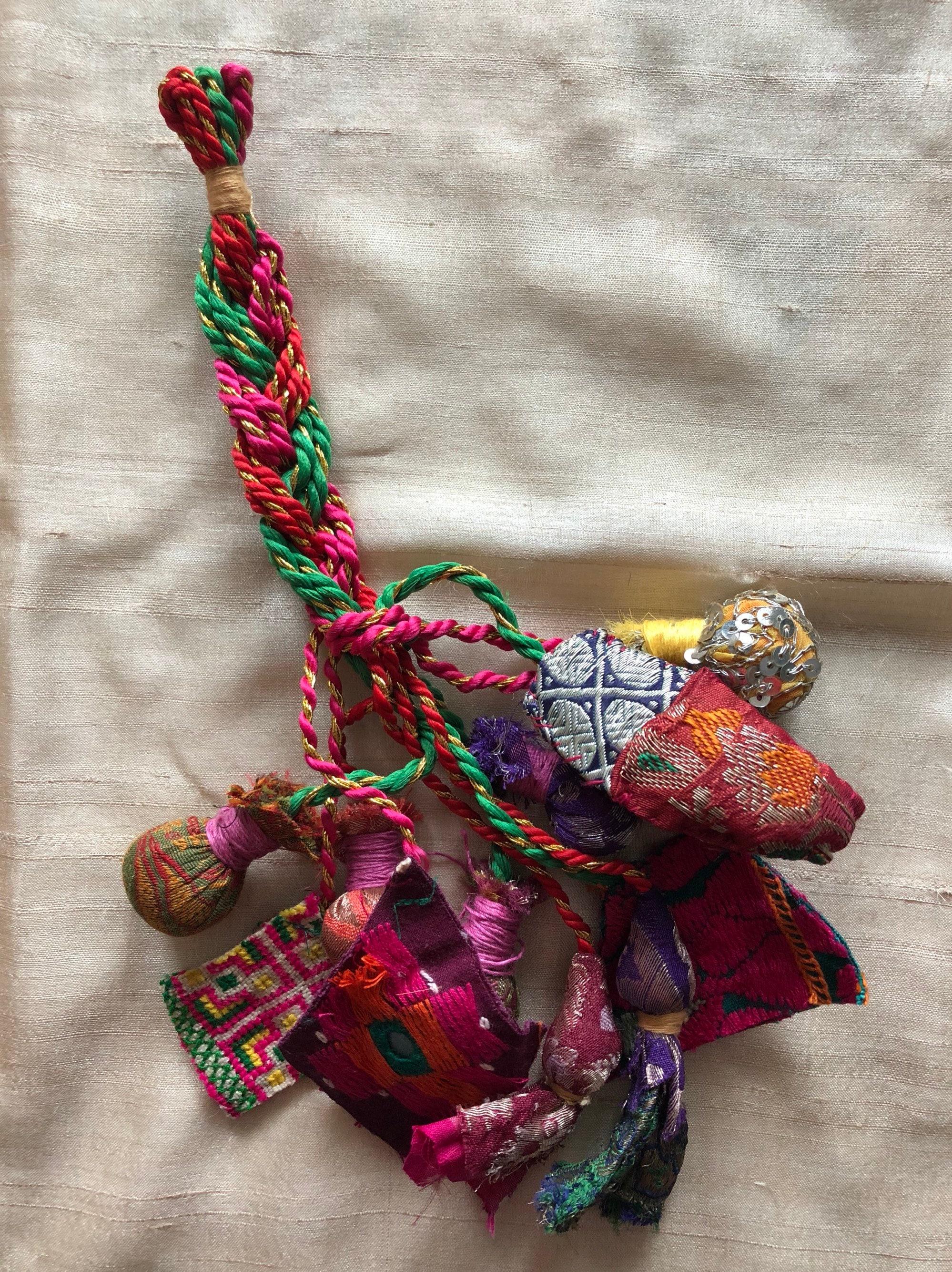 Indienne recyclés garniture pompon multicolore, bijou de sac Vintage coloré  de Boho, fait à 00b51298eb1