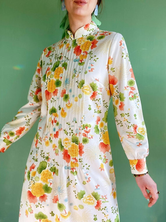 sixties colorful spring floral day dress / fancy h