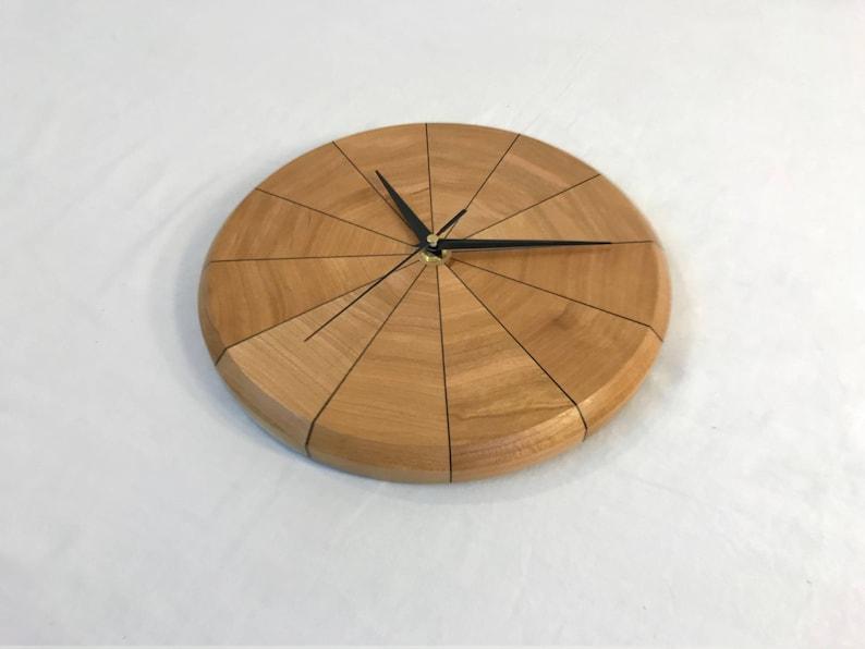 Horloge murale segmenté (cerise)