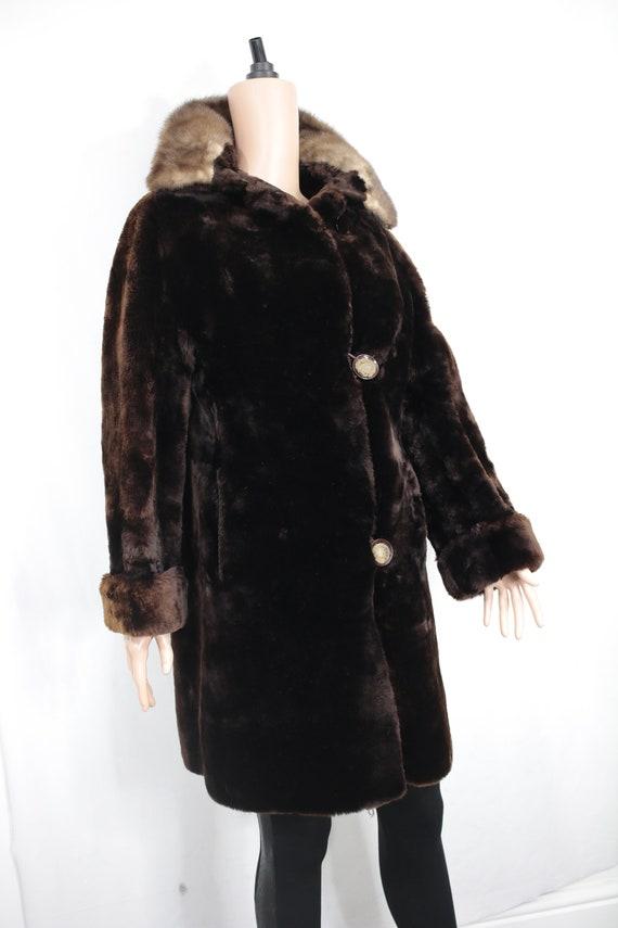 1950s-1960s mouton fur coat with mink fur collar … - image 2