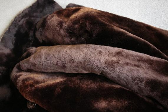 1950s-1960s mouton fur coat with mink fur collar … - image 9