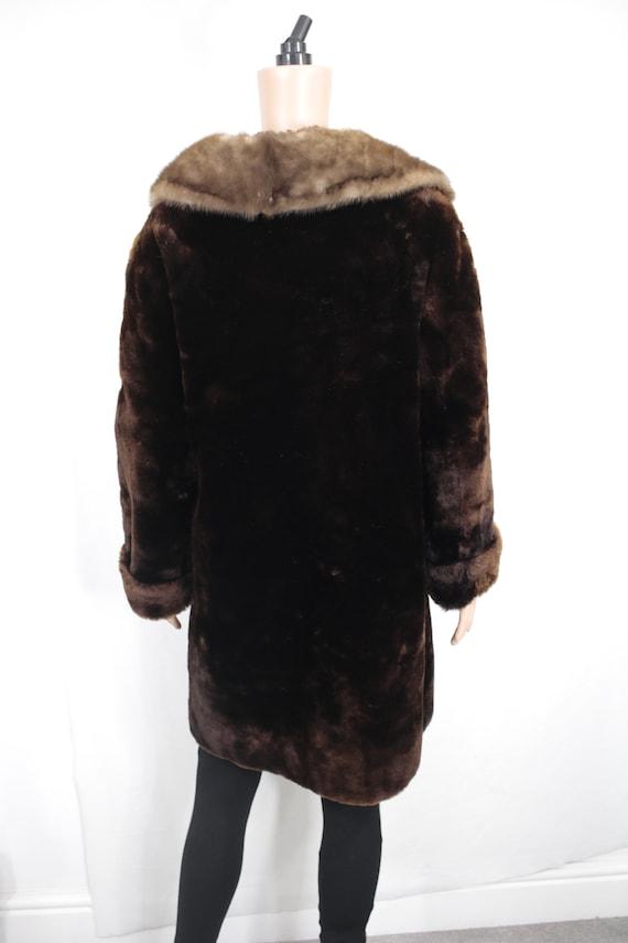 1950s-1960s mouton fur coat with mink fur collar … - image 4