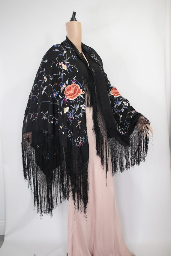 1910's-1920s-1930s Chinese piano shawl with colou… - image 2