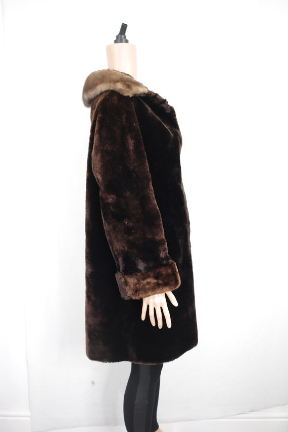 1950s-1960s mouton fur coat with mink fur collar … - image 3