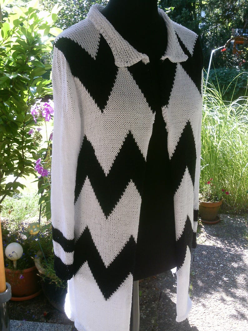size 40-42 white-black US 12-14 Knit coat with jagged pattern UK 14-16 M