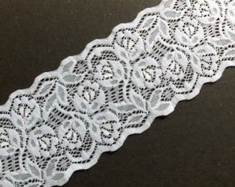 3 m elastic white lace with rose pattern 7 cm wide