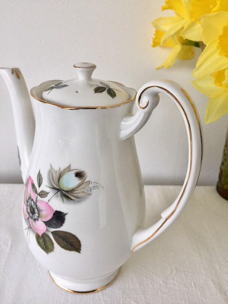 Gorgeous royal standard /'Pompadour/' teapot
