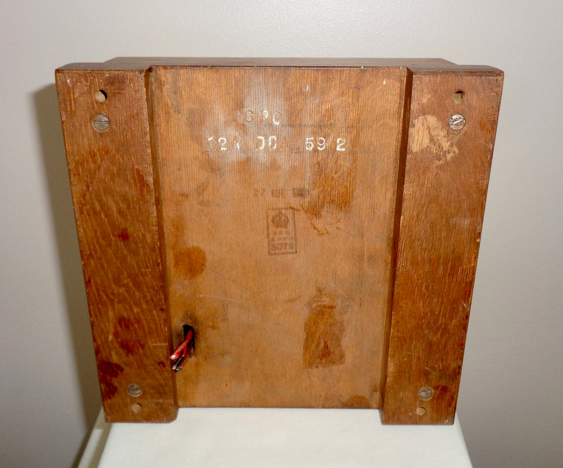 GPO Electric Clock Pulse Type 62A. In an Oak Case With Glass Window. Used in Telephone Exchanges