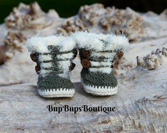 Baby Girl Booties in a Gift  Box - Handmade Green Boots - Pram Boots - Booties - Winter Booties -Baby Shoes - Babies -Baby gift