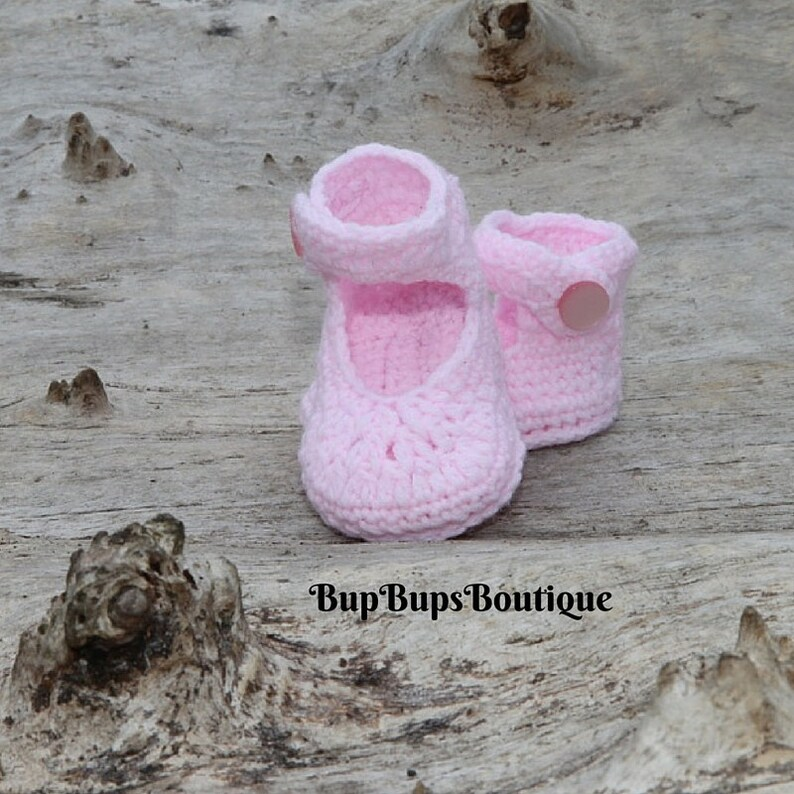 1a1ba0b1e9222 Pink Baby Girl Shoes - Baby Shower - Baby gift - Mary Jane - Button Baby  Shoe - Pram & Crib Shoes - Crochet Baby girl - Handmade Booties