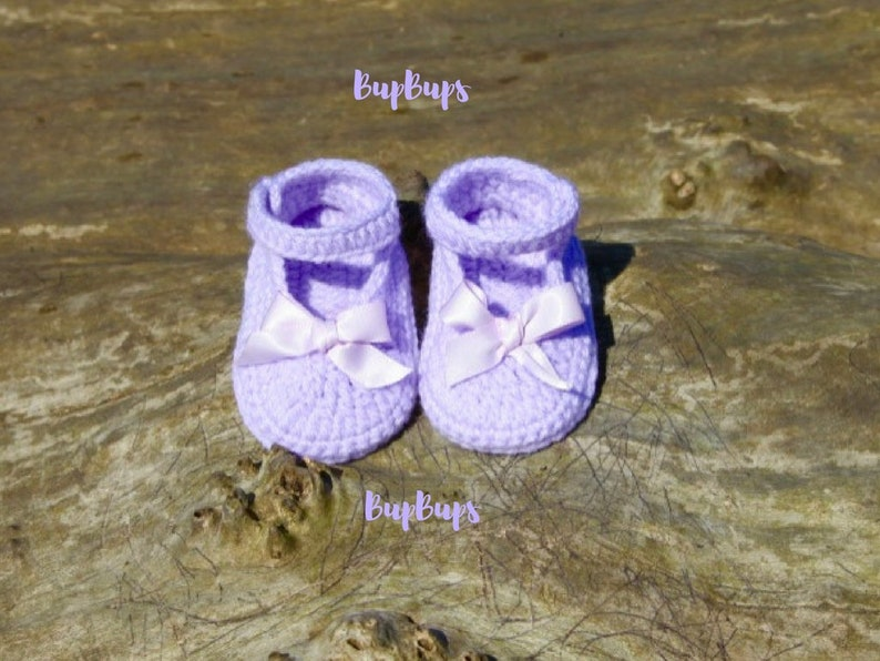 63710d78d5afc Baby Girl Shoes with Bow - Crochet Sandals Button Shoes - Baby Shower-  Handmade Booties Baby Gift - Pram Shoes Crib Shoes Slippers