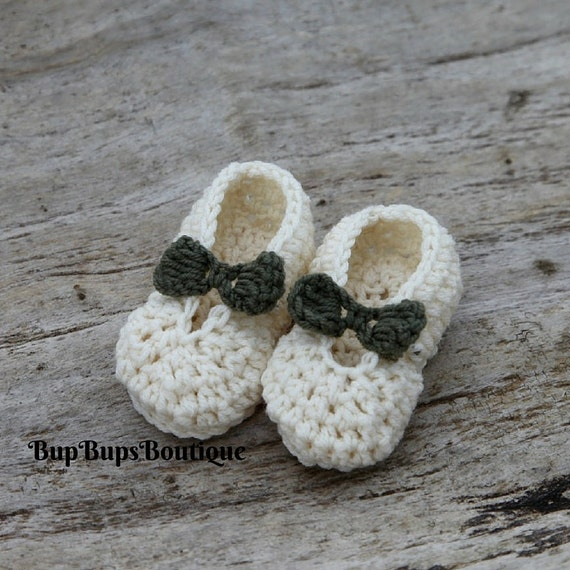 26c6c1fb99f7e Mary Jane Baby Shoes - Handmade - Wedding Shoes - Baby Girl Shoes - Baby  shower - Baby Gift - Cream & Green Bow Front Shoes - Pram Shoes