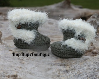 Handmade Baby Girl Booties - Crochet Booties With Button - Pram Shoes for Girls - Winter Booties - Baby Shoes Green Winter Boots