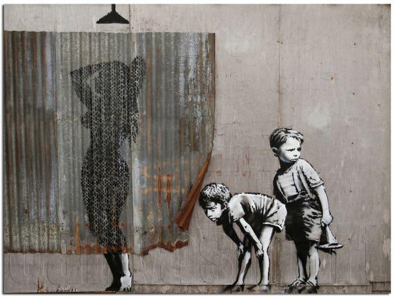 Femme sous la douche dismaland banksy graffiti underground - Photo femme sous la douche ...