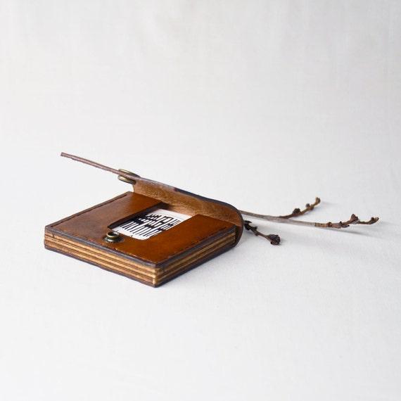 Quadratische Visitenkartenetui Leder Holz Visitenkarten Etui Square Karte Brieftasche Hartriegel Blüte Gravieren Aphra