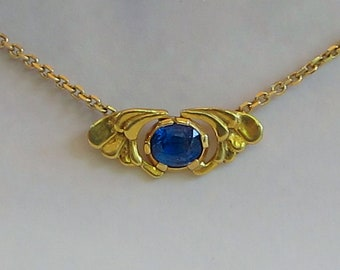 Sweet wings with sapphire. 18 kt. gold wings.