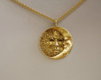 SUN ECLIPSE. Stunning pendant with exquisite bas-relief