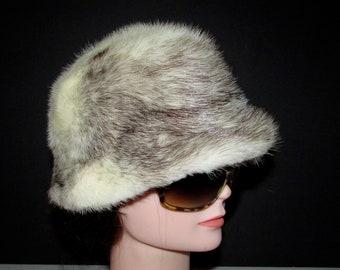 700ad5b5657 Élégant chapeau de véritable fourrure de vision croisé brun noir et blanc   Élégant real brown black and white cross mink fur hat 21