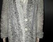 Joli manteau de véritable fourrure de mouton de perse gris argenté Gray curry persian lamb real fur coat bust 50