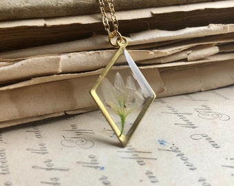 Delicate Pressed Flower Necklace, Soft White Flower, Gold Diamond Pendant, Dried Flower Resin Jewelry