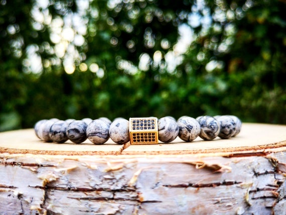 Grey luxury bracelet for men and women, Grey beaded bracelet, Golden cube, Gift for him and her, Stretch bracelet