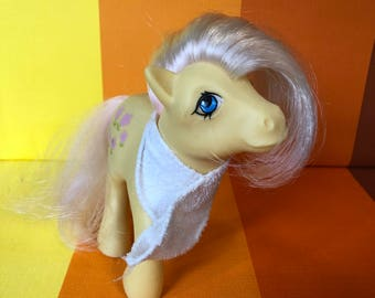 Vintage G1 My Little Pony Posey Yellow Body Pink Hair Pink Flowers Hasbro 1984 Made in Italy