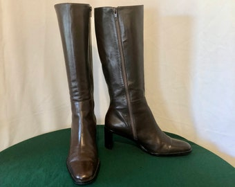 e90c7e313 Sz 8.5 M Vintage Tall Brown Genuine Leather 1990s Women Etienne Aigner Zip  Up Boots.