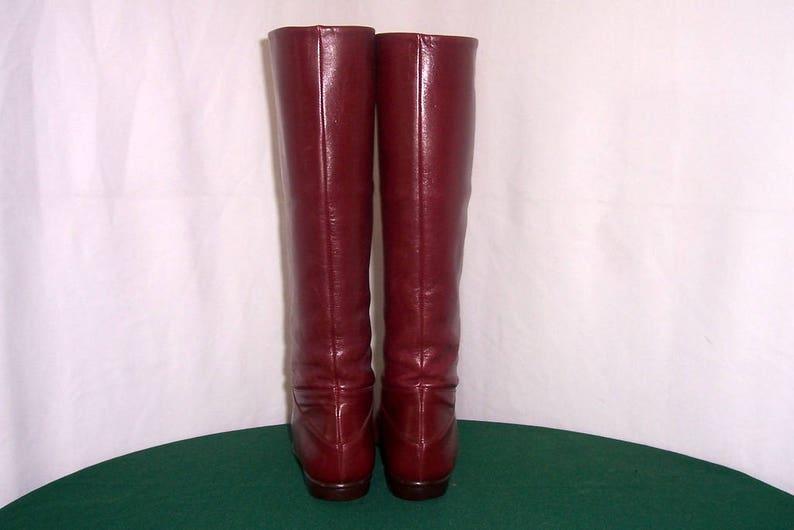 Sz 7aa Vintage tall maroon leather 1980s women Italian made Hana Mackler flat riding boots.