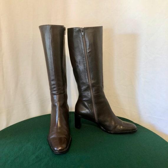 SZ 8,5 M Vintage en cuir véritable marron marron marron hauteur des années 1990 les femmes Etienne Aigner Zip bottes. ba2a51