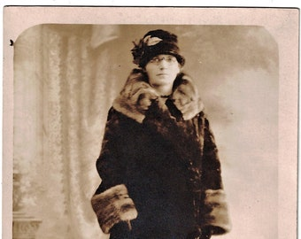 Real Photo Postcard: Unmarked