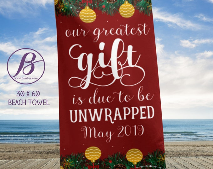 Beach TowelPregnancy Announcement - Christmas Pregnancy Announcement! baby announcement gift - reveal pregnancy
