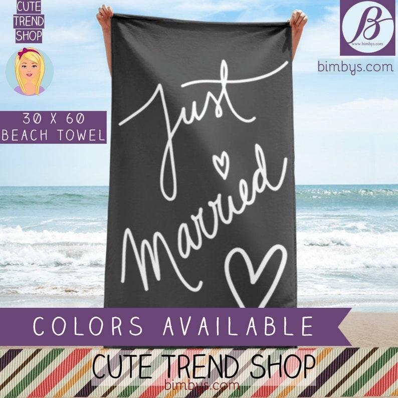 Just Married Handdoek.Honeymoon Gifts Just Married Beach Towel Just Married Sign Wedding Gift Married Couple Wedding Photo Prop Wedding Decor Newlyweds