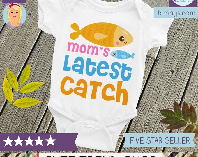 Mom's Latest Catch Baby Nappy, baby Bodysuit, fishing shirt, fishing shirt, cutest catch, I'm a catch sleepsuit, fish onsie, little catch