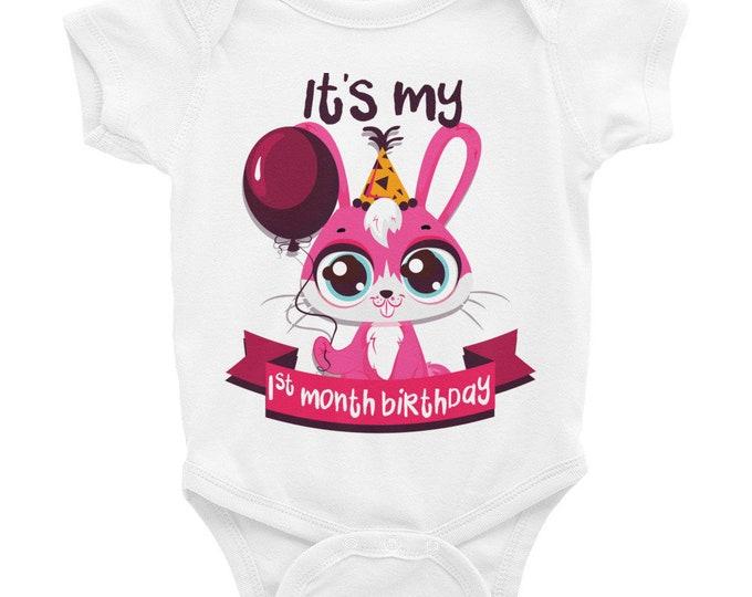 Milestone Nappy, Monthly Milestone Nappy,  One Month Birthday Milestone Baby Clothes,  Baby Girl Milestone Onsies, Baby Bodysuits, Baby