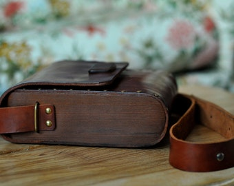 2438e1b2b64 Wood and leather bag   Etsy