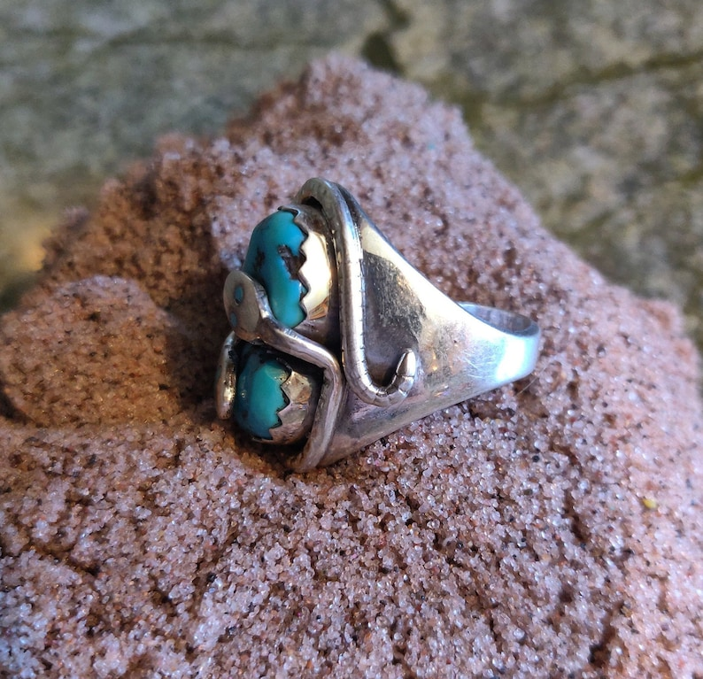 Sterling Silver Zuni VTG Beautiful Turquoise Double Snake Ring