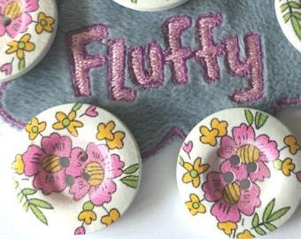 5 boutons en bois, 2.8 cm - motif peint : grosses fleurs roses