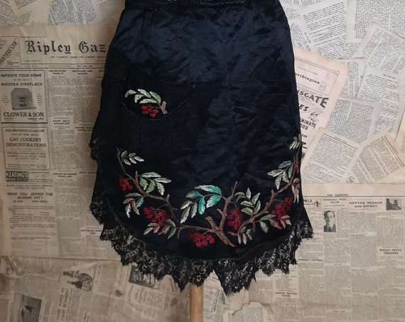 Antique housekeeping apron, pinny, Victorian