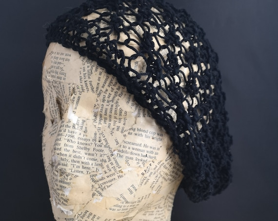 Vintage 30s black crochet cloche hat, hand knotted