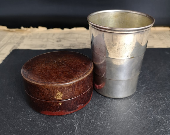 Antique collapsible stirrup cup, cased shot glass, silver plated