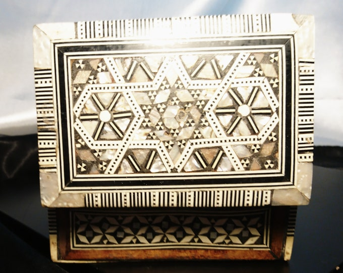 Antique Vizagapatam, Anglo-Indian trinket / jewellery box, inlaid mother of pearl